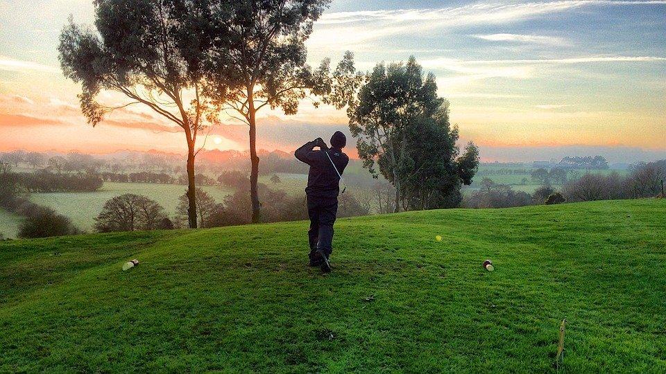 golfer-sunset